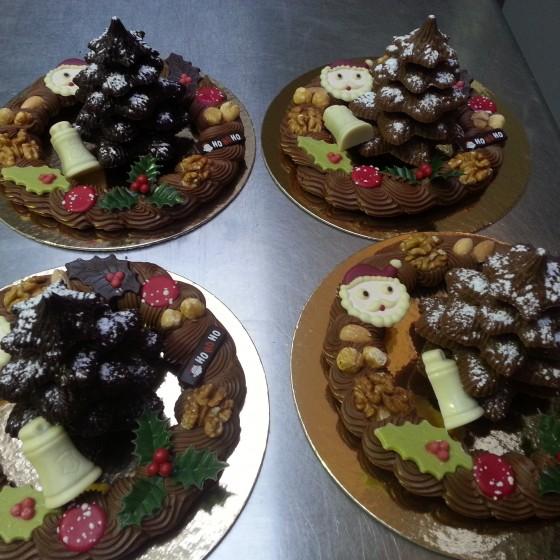 Chocolade kerstboom en roomchocolade krans