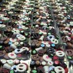 Gevulde doosjes met kerst bonbons en chocolade